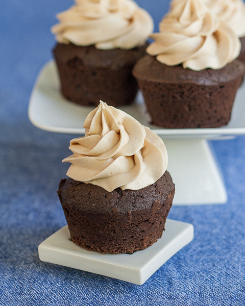chocolate-cupcakes-with-caramel-frosting-1.jpg