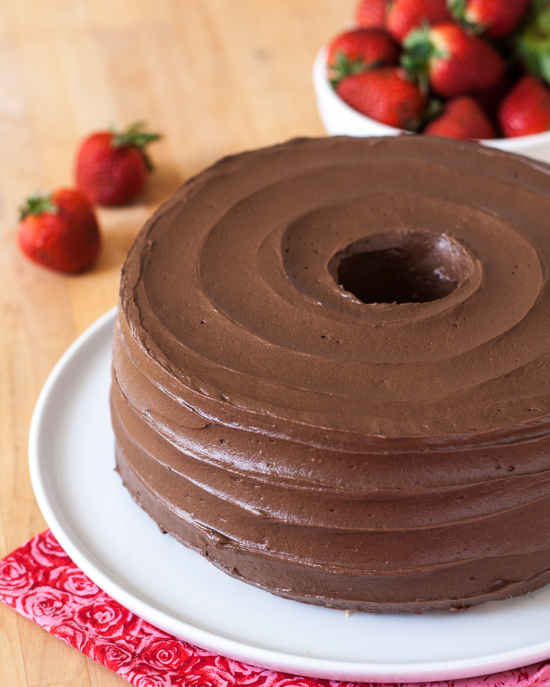 Learn how to keep your serving plate clean while frosting a cake. This simple trick uses items you already have on hand in your kitchen. From Flour Arrangements.