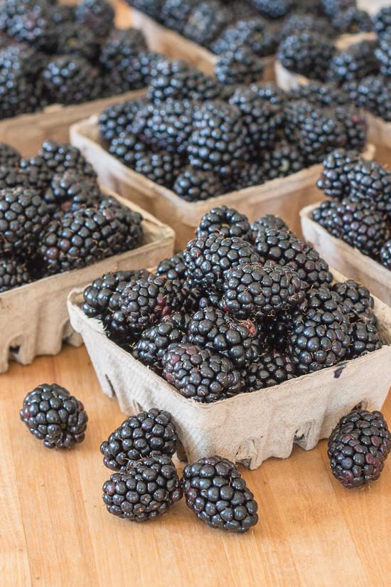 Easy Blackberry Crisp   Flour Arrangements