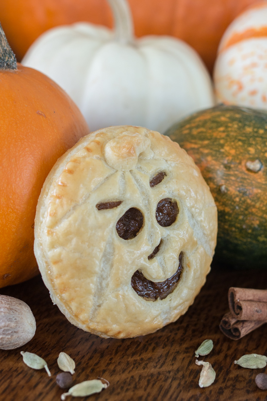 Perfect for Halloween, these adorable Jack-O'-Lantern Pumpkin Hand Piesfeature a velvety-smooth pumpkin filling tucked between layers of rich, flaky pastry.